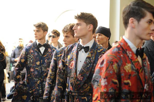 Những quý ông sang trọng cùng suit floral của Louis Vuitton