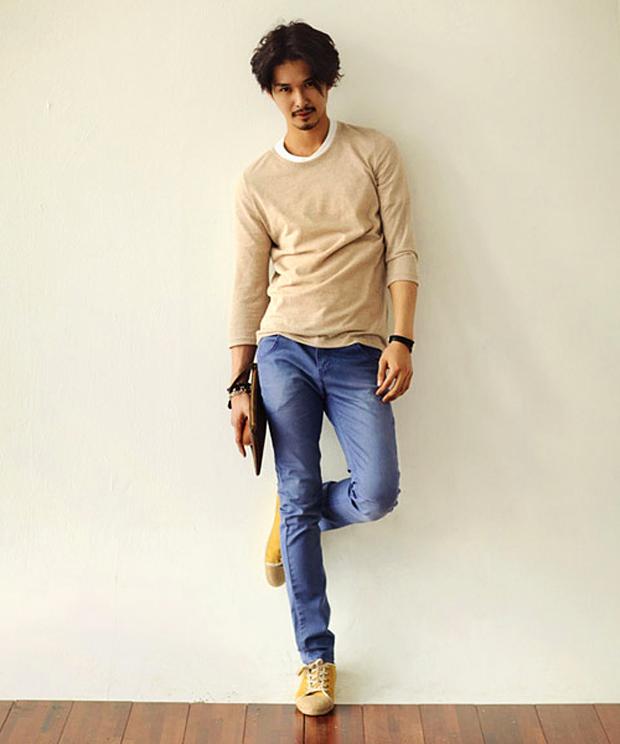 Phối quần kaki màu sắc cho các chàng ngày Hè năng động