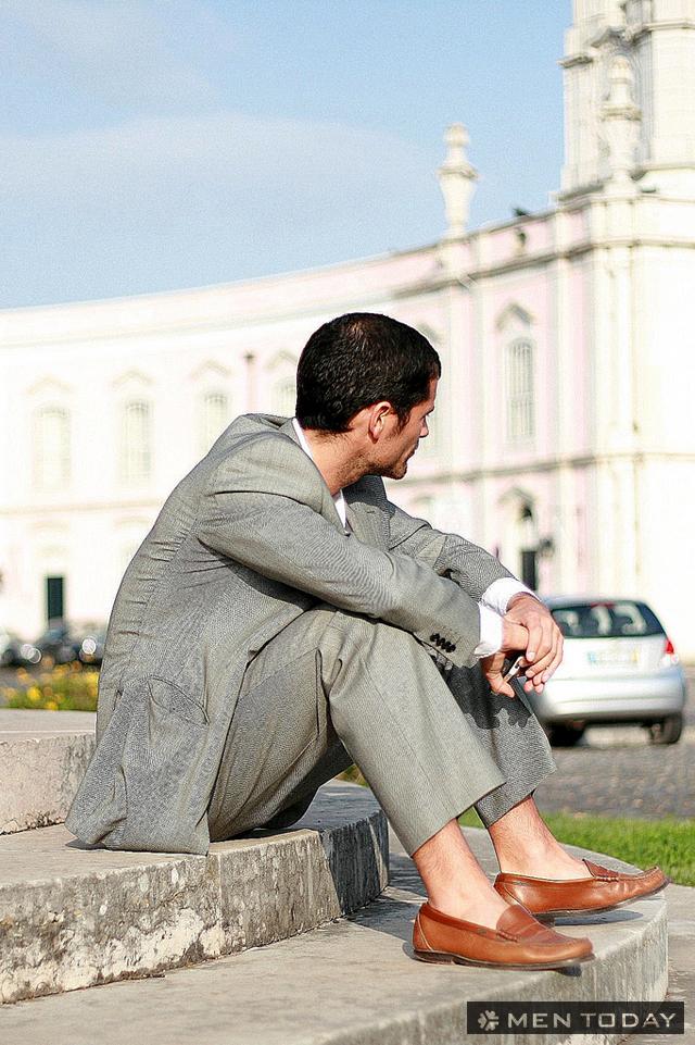 Chàng nam tính cùng suit xám - loafers nâu
