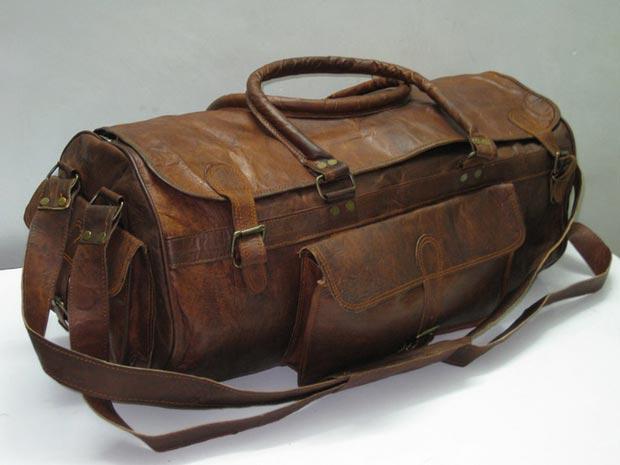 Chiếc túi xách bụi bặm đầy tiền ích phong cách Military
