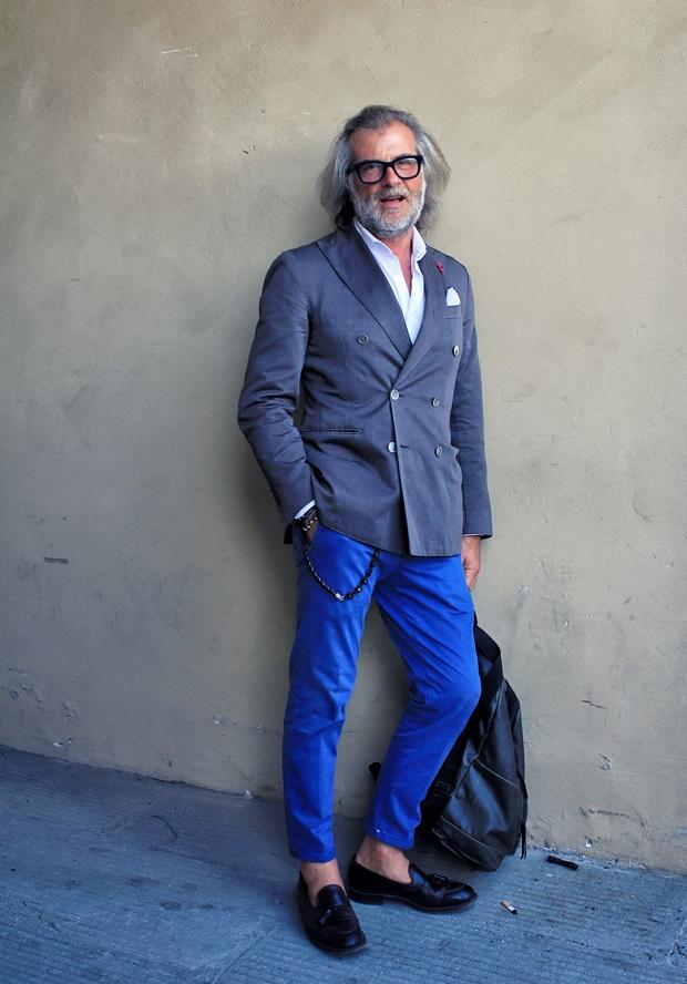 Quý ông sành điệu cùng chinos xanh và blazer hai hàng khuy