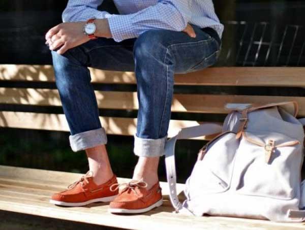 Trẻ trung cùng giày boat shoes màu cam