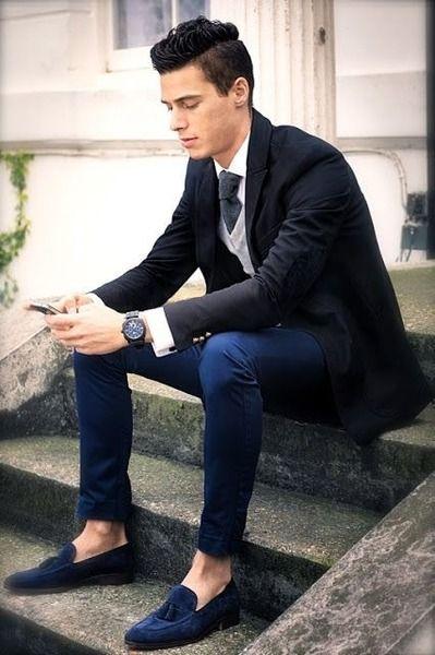 Chàng kết hợp tinh tế: Blazer - chinos - slipper tông trầm